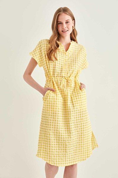 Kadın Sarı Pötikare Desenli Belden Büzgülü Düşük Kol Elbise