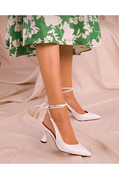 Kadın Beyaz Cilt Klasik Ayakkabı