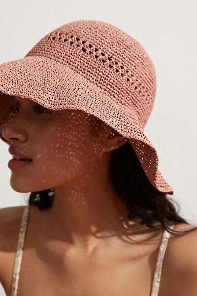 Kadın Pembe Şapka