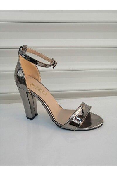 Gri Parlak Kalın Topuklu Çok Şık Tek Bant Bayan Açık Ayakkabı