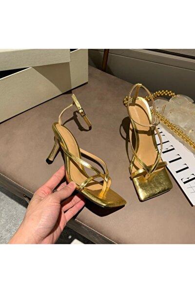Kadın Altın Gold Nude Ten 10cm Topuklu Küt Kare Burunlu Parmak Arası Tokalı Ayakkabı Sandalet Terlik