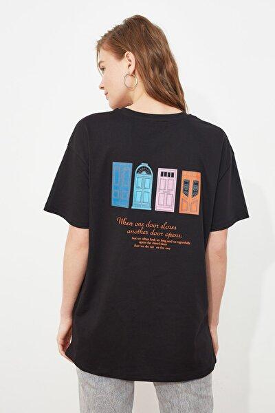 Siyah Sırt Baskılı Boyfriend Örme T-Shirt TWOSS20TS1449