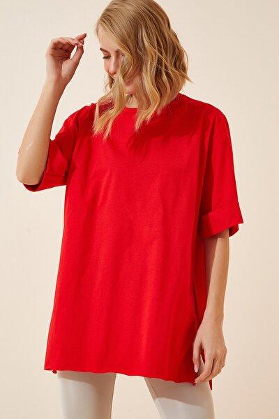 Kadın Kırmızı Yandan Yırtmaçlı Pamuklu Penye T-shirt DD00863