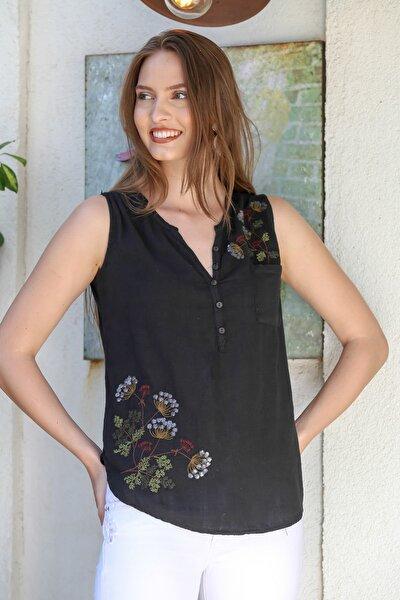 Kadın Siyah Patı Düğme Detaylı Çiçek Nakışlı Kolsuz Dokuma Bluz M10010200BL95295