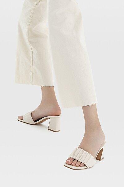 Kadın Ekru Büzgülü Bantlı Topuklu Sandalet