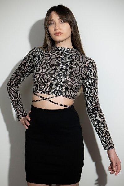 Kadın Sırt Dekolteli Bağcıklı Yılan Desenli Crop Bluz