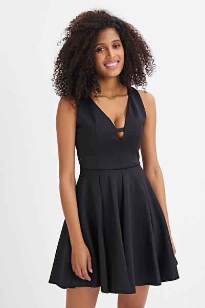 Kadın Siyah Volanlı Yaka Detaylı Kolsuz Elbise