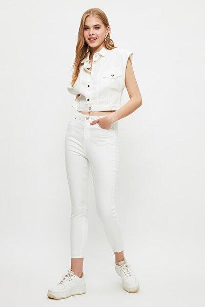 Beyaz Paçası Kesikli Yüksek Bel Skinny Jeans TWOSS21JE0808