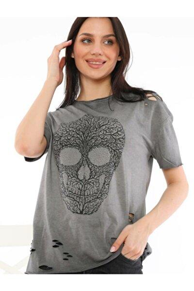 Kadın Açık Gri Kuru Kafa Desenli Taş Baskılı Yıkamalı Tshirt