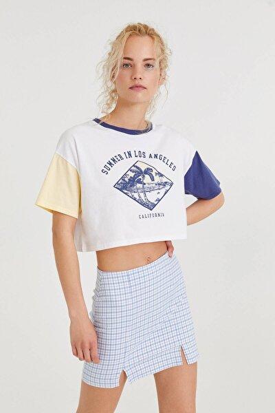Kadın Beyaz Renkli Kollu Grafik Baskılı T-shirt