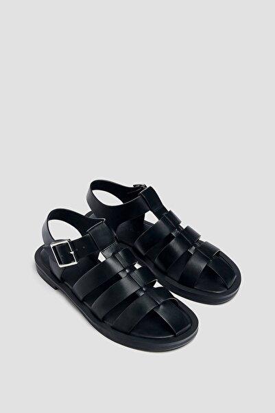 Düz Bantlı Ve Tokalı Ayakkabı