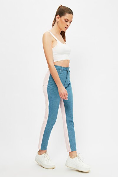 Mavi Pembe Renk Bloklu Yüksek Bel Mom Jeans TWOSS21JE0718
