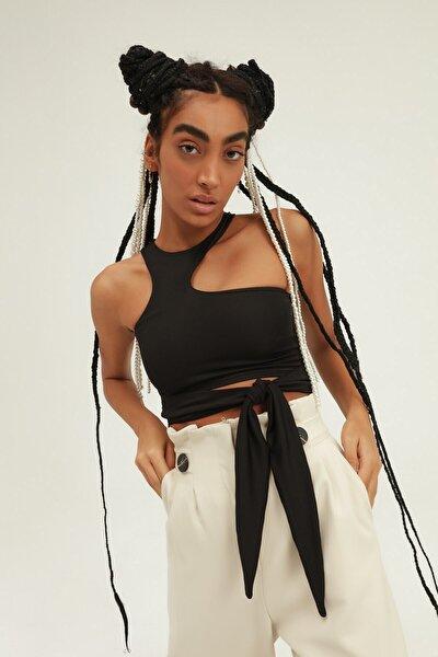 Kadın Siyah Dekolte Detaylı Bağlamalı Bluz