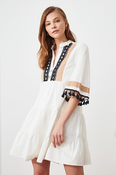 Beyaz Nakış ve Püskül Detaylı Elbise TWOSS20EL1691