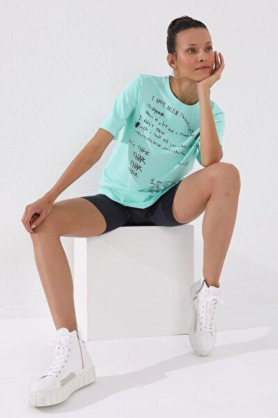 Kadın Mint Yeşili El Yazısı Baskılı Oversize O Yaka T-shirt