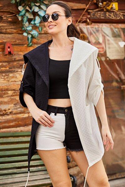Kadın Siyah-Beyaz Desenli Cepli Salaş Ceket ARM-21K001218
