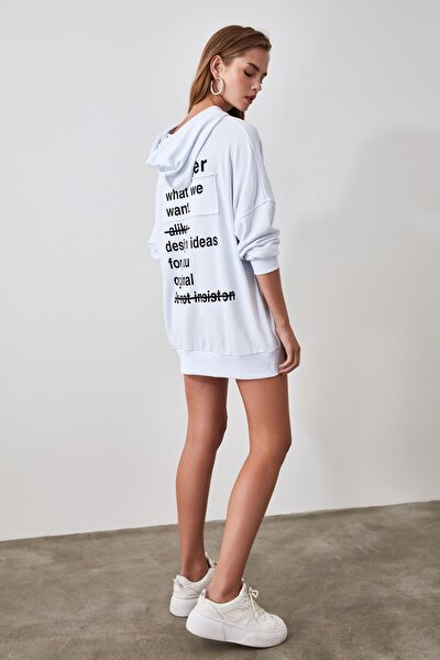 Beyaz Baskılı ve Kapüşonlu Örme Sweatshirt TWOSS20SW0125