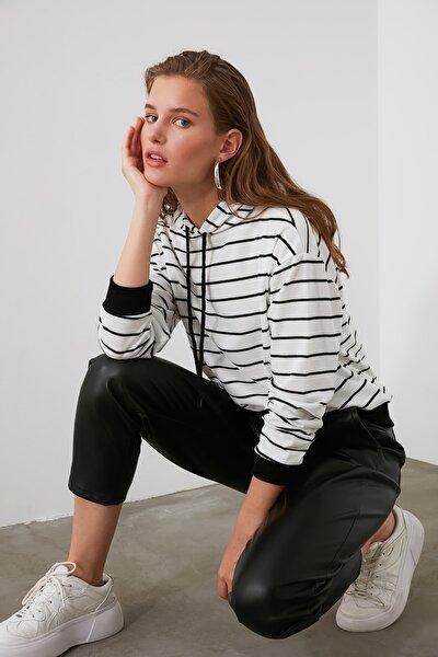 Beyaz Çizgili Basic Örme Sweatshirt TWOAW21SW0789