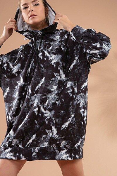 Kadın Siyah Beyaz Baskılı Kapşonlu Siyah Sweatshirt Elbise P20W-4125-2