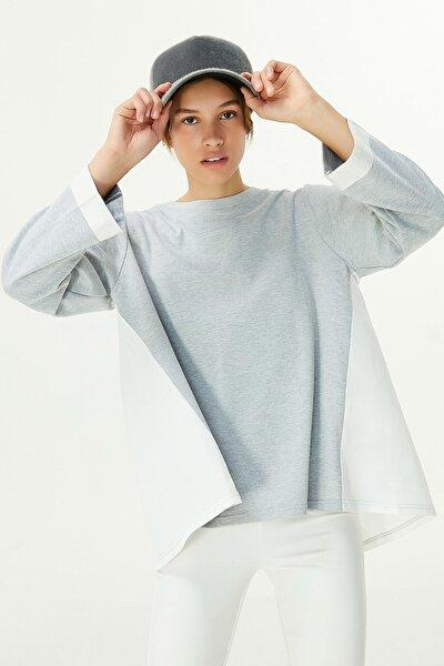 Kadın Gri Sırt Detaylı Sweatshirt TW6200091030