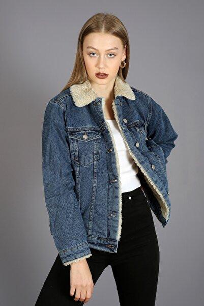 Kadın Mavi Yakası Ve İçi Kürklü Cepli Düğmeli Kot Ceket