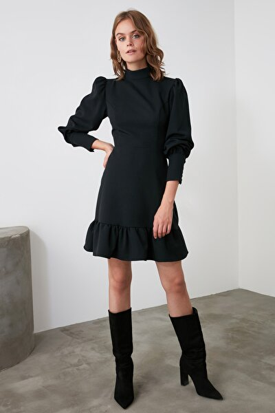 Siyah Dik Yaka Volanlı Elbise TWOAW21EL1816