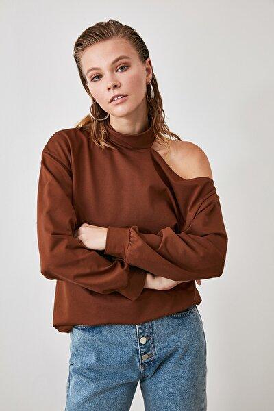 Kahverengi Omuz Detaylı Salaş Örme Sweatshirt TWOAW21SW0189