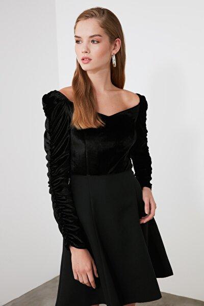 Siyah Kolları Büzgülü Kadife Elbise TWOAW21EL1560