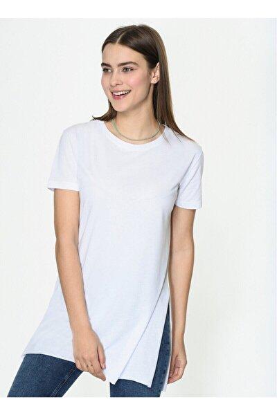 Kadın Beyaz Yanları Yırtmaçlı Kısa Kol Basic Tshirt