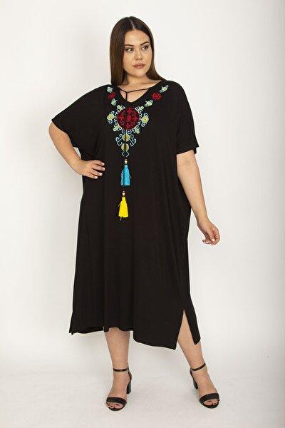 Kadın Siyah Nakış Detaylı Yan Yırtmaçlı Elbise 65N25987