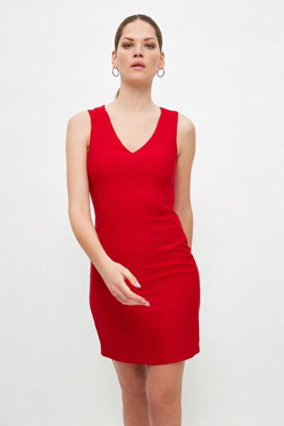 Kırmızı V Yaka Basic Elbise TWOSS19AA0064