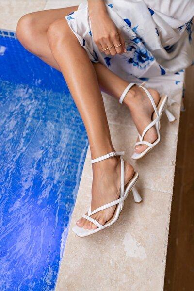 Boyence Beyaz Kadin Topuklu Parmak Arasi Sandalet