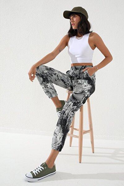 Siyah Kadın Karışık Desenli Bağcıklı Rahat Form Lastik Paça Eşofman Alt-94596