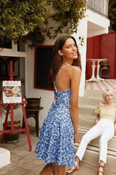 Mavi Sırtı Bağlama Detaylı Çiçek Desenli Örme Elbise TWOSS20EL1630