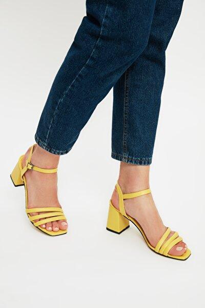 Sarı Kadın Klasik Topuklu Ayakkabı TAKSS21TO0098