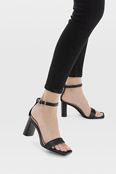 Kadın Siyah Dolgulu Bantlı Topuklu Sandalet 19207770