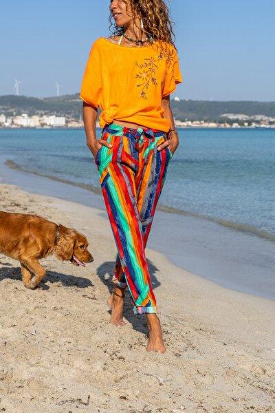 Kadın Kırmızı-Yeşil Grafik Desen Dar Paça Kendinden Kemerli Pantolon GK-CCKCC4006