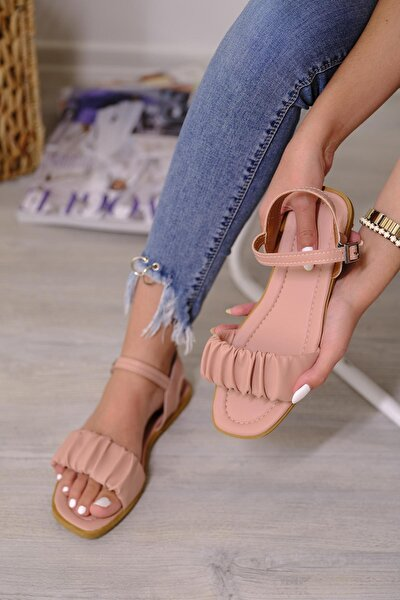 Sens Büzgü Detaylı Kadın Sandalet