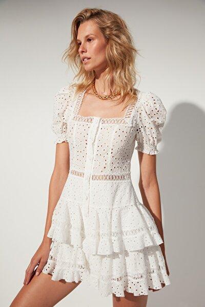 MOEVA X Trendyolmilla Beyaz Pamuk Brode Dokuma Plaj Elbisesi TBESS21EL4397