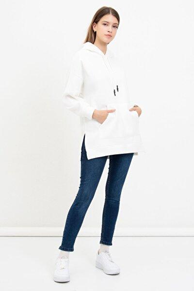 Kadın Beyaz Kanguru Cepli Kapüşonlu Sweatshirt