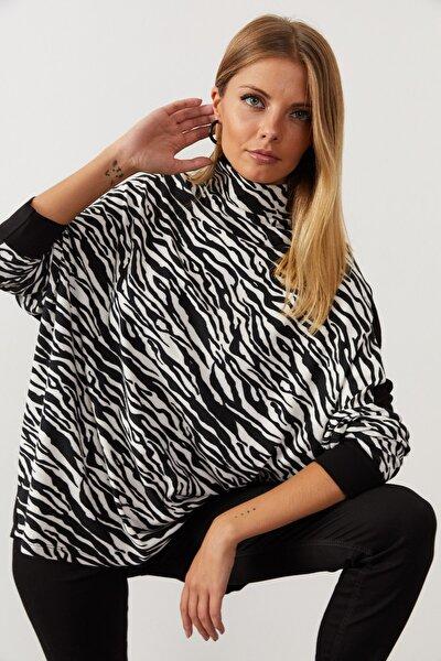Kadın Siyah-Beyaz Zebra Desenli Balıkçı Yaka Salaş Bluz EY1060