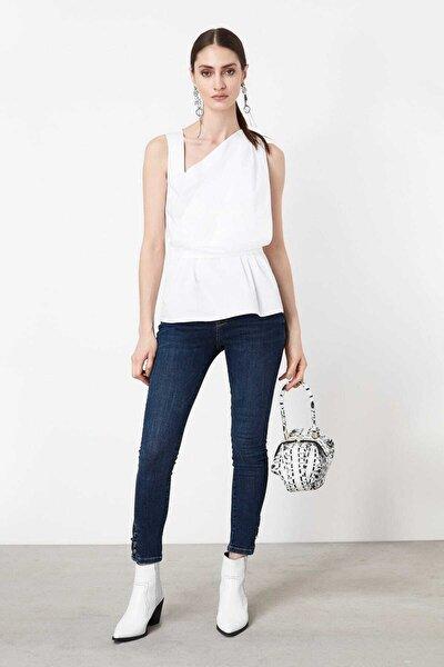 Kadın Kırık Beyaz Asimetrik Yaka Detaylı Bluz