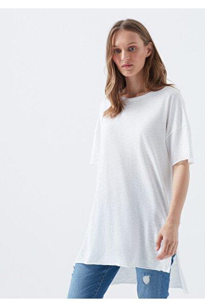 Kadın Beyaz Yırtmaç Detaylı Basic T-Shirt