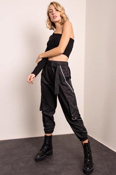 Kadın Siyah Paça Büzgülü Kemer Detaylı Biyeli Pantolon
