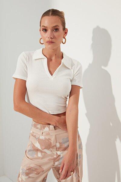 Beyaz V Yaka Crop Örme Bluz TWOSS21BZ0038