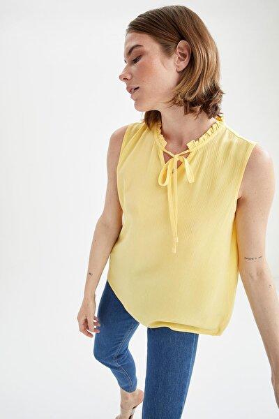 Kadın Fırfır Yaka Detaylı Bağcıklı Kolsuz Bluz