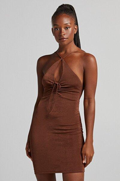 Kadın Kahverengi Yakası Büzgülü Parlak Elbise