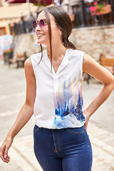 Kadın Mavi Dijital Baskılı Önü Biyeli Kolsuz Bluz ARM-21Y001033