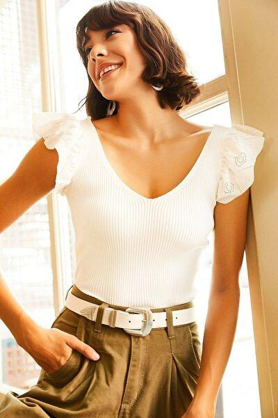 Kadın Beyaz Giyim Omzu Fırfır Detaylı V Yaka Triko Bluz