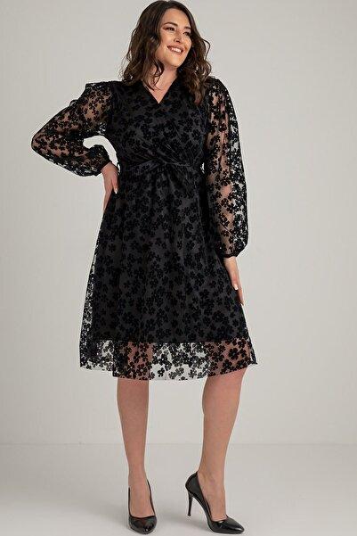 Siyah Papatya Detaylı Büyük Beden Elbise